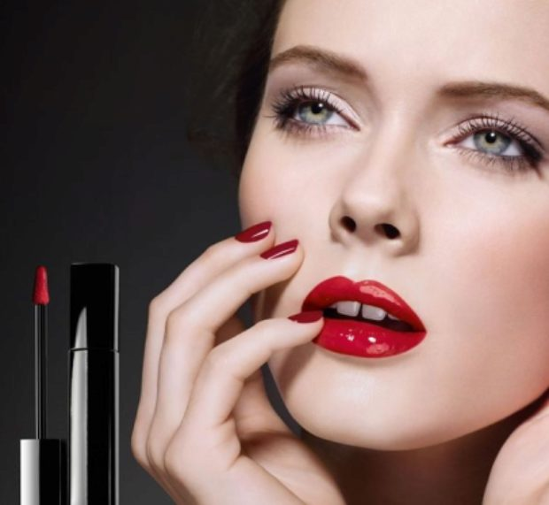Блеск для губ насыщенного цвета Chanel Rouge Allure Extrait de Gloss — CHANEL
